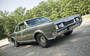 1967-oldsmobile-442-front-three-quarters