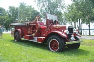 2013-08-04 Expo de voitures anciennes de Baie d'Urfé 045