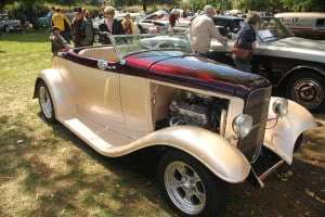 2013-09-08 Antique car show in Valleyfield 5th edition 071