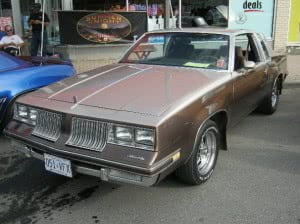 Oldsmobile Cutlass 83 2 bb